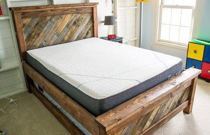 Farmhouse Pallet Bed Rolling Trundle
