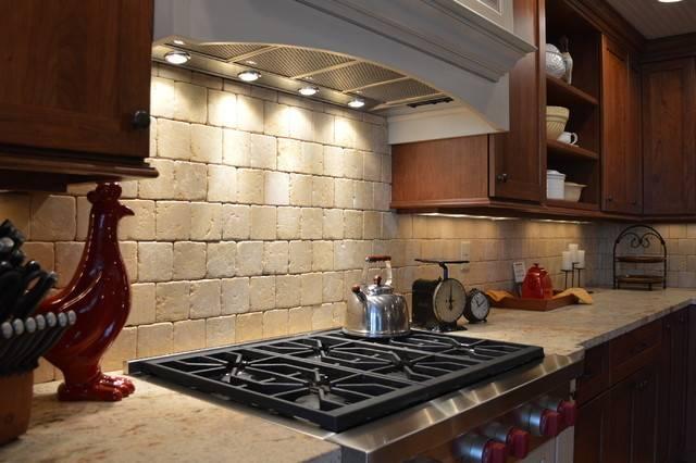 Farmhouse Style Kitchen Stone Counter Backsplash
