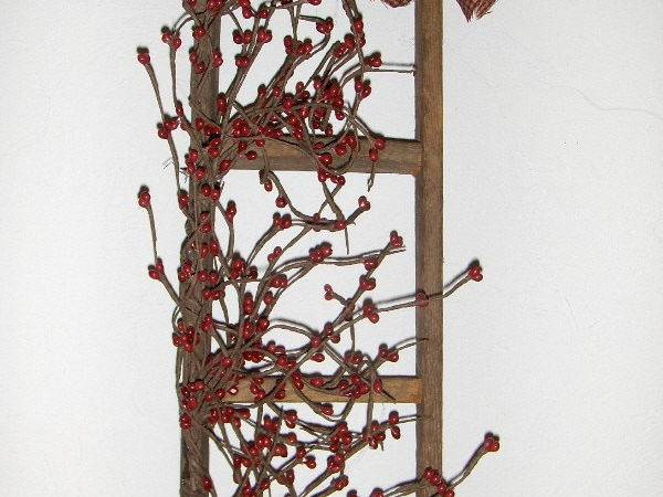 Primitive Country Lathe Wood Ladder Pip Berries