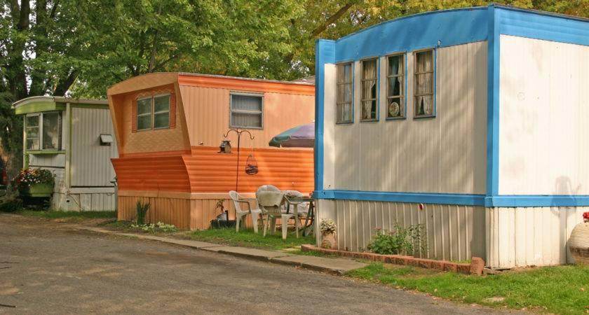 Vintage Postcard Completely Oversells Mobile Homes