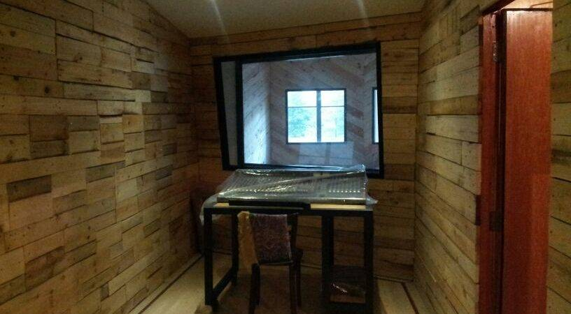 Wooden Pallet Wall Covering Jul